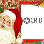Feliz Natal a verde com contorno vermelho. Pai natal do lado esquerdo e o logótipo do CRID dentro de uma moldura com flores e riscas vermelhas e verdes..