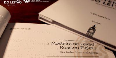 Ementas com linguagem braille em inglês no Mosteiro do Leitão